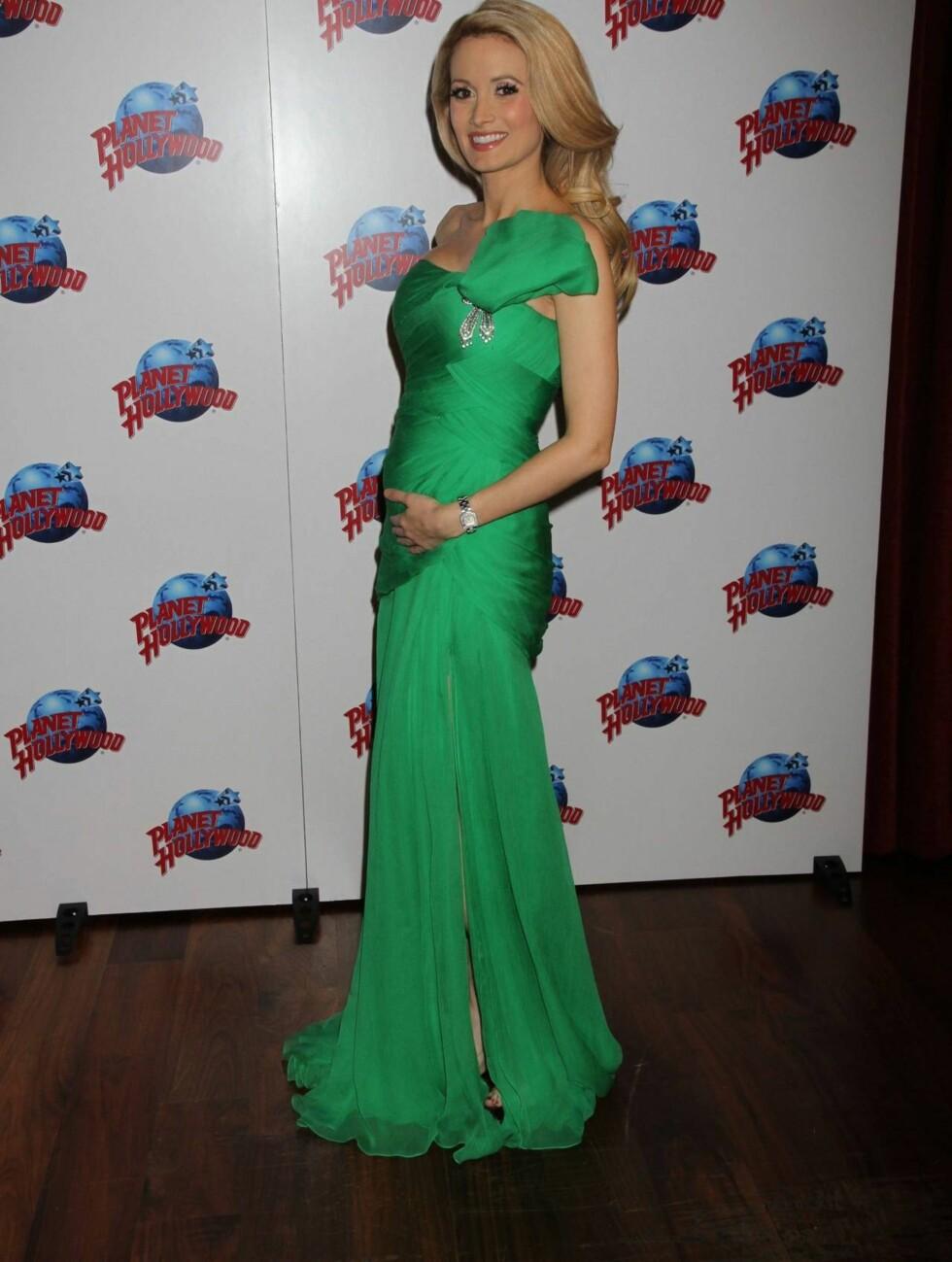 GRØNT OG SKJØNT: Holly Madison elsker å vise frem babymagen! Dette bildet er tatt i begynnelsen av oktober. Foto: All Over Press