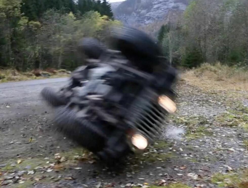 FULL RULLE: Aksel Hennie rullet rundt under filminnspilling. Foto: Erlend Haukeland/Se og Hør