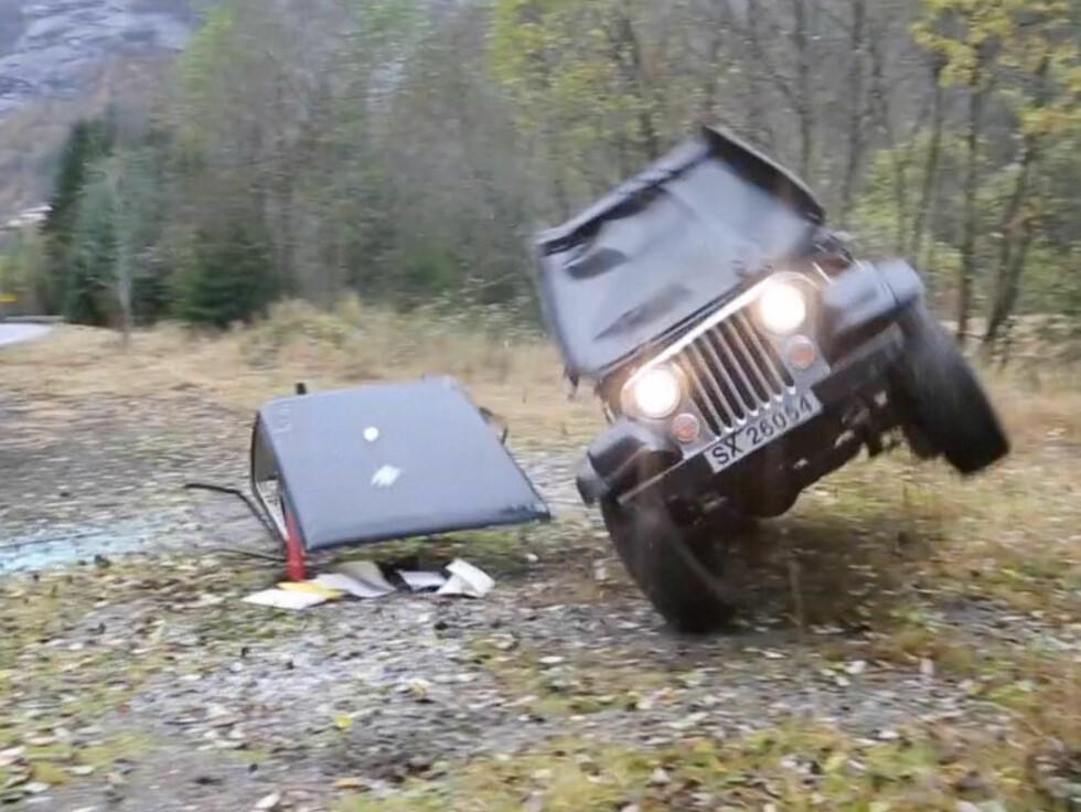 LANDET PÅ HJULA: Heldigvis landet bilen til slutt på hjula. Foto: Erlend Haukeland/Se og Hør