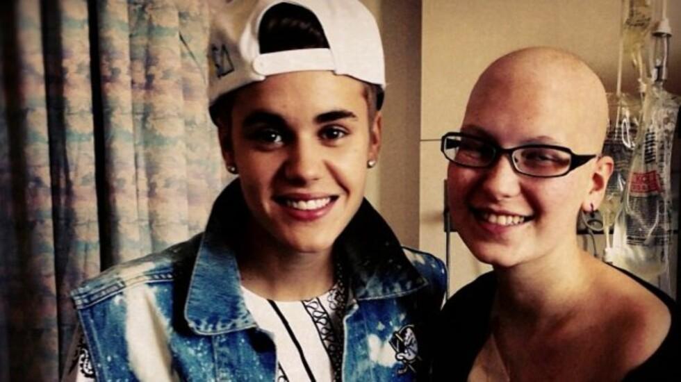 PÅ SYKEHUSET: Justin Bieber besøkte denne uken kreftsyke Crystal Montgomery (18) på et sykehus i Canada. Foto: Twitter