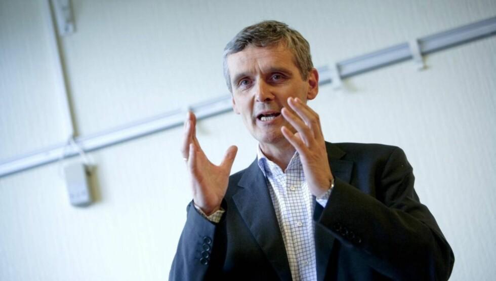 GÅR AV: Kringkastingssjef i NRK, Hans-Tore Bjerkaas, slutter i jobben i mars 2013. Nå bruker statskanalen omkring 700.000 lisenskroner på å finne erstatteren. Foto: SCANPIX