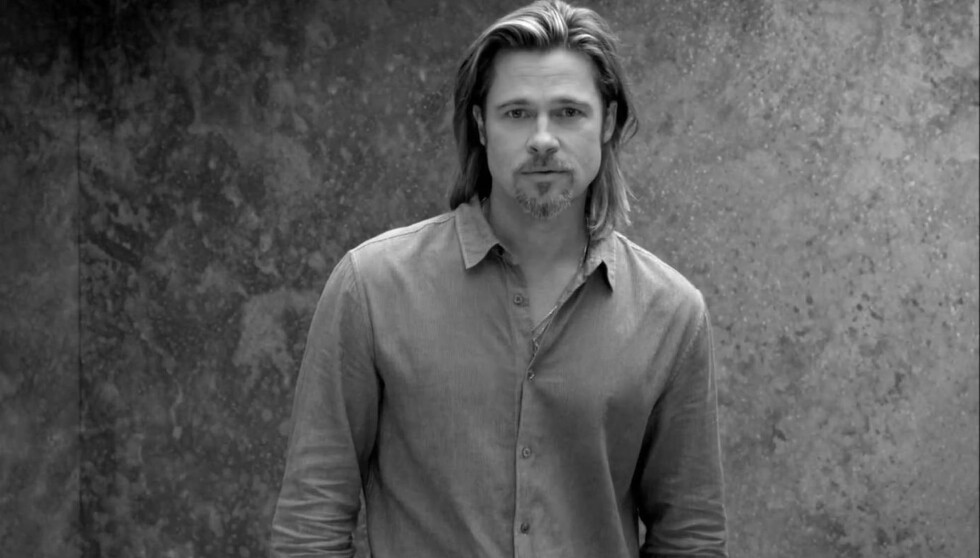 FLAUT: Amerikanske nettsteder mener Brad Pitts nye reklame for Chanel nr. 5 er helt elendig, og synes skuespilleren virker pinlig berørt.  Foto: CHANEL/Fame Flynet