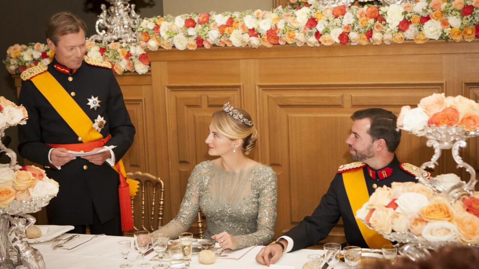 RØRT: Både kronprins Guillaume og hans kone Stéphanie ble rørt da storhertug Henri holdt tale under gallamiddagen fredag kveld.  Foto: FameFlynet Sweden
