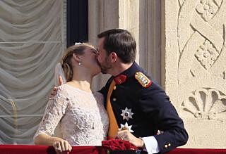 Kysset til vill jubel