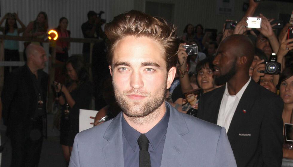 DEPRIMERT: Robert Pattinson ble knust da han fikk høre om kjærestens utroskap. Foto: Stella Pictures