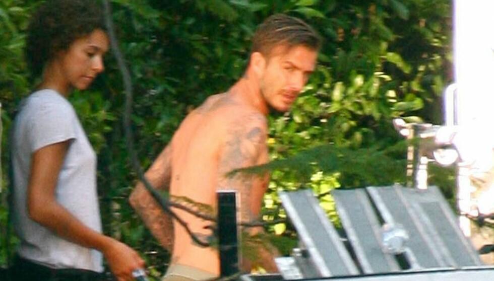 HALVNAKEN: Folk trodde ikke sine egne øyne da David Beckham spradet halvnaken rundt på settet. Mon tro om denne dama fra crewet var ekstra glad for å jobbe denne dagen... Foto: All Over Press