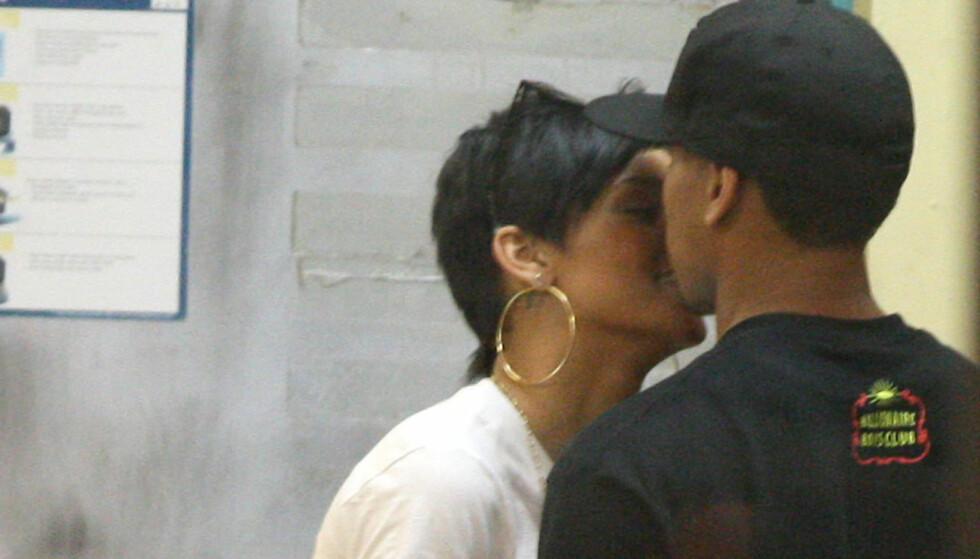 I HETE OMFAVNELSER: Rihanna og Chris Brown skal ha klint til på et utested i New York mandag. Dette er et arkivbilde fra tiden de var sammen. Foto: All Over Press