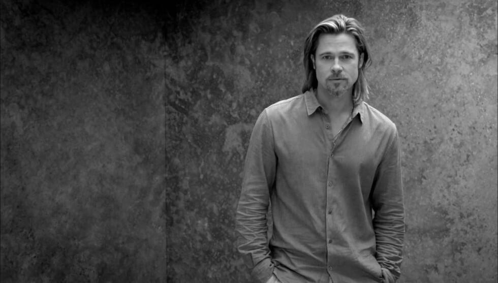 HISTORISK: Hollywood-stjernen Brad Pitt er den aller første mannen som får fronte dameparfymen Chanel No. 5.  Foto: CHANEL/Fame Flynet