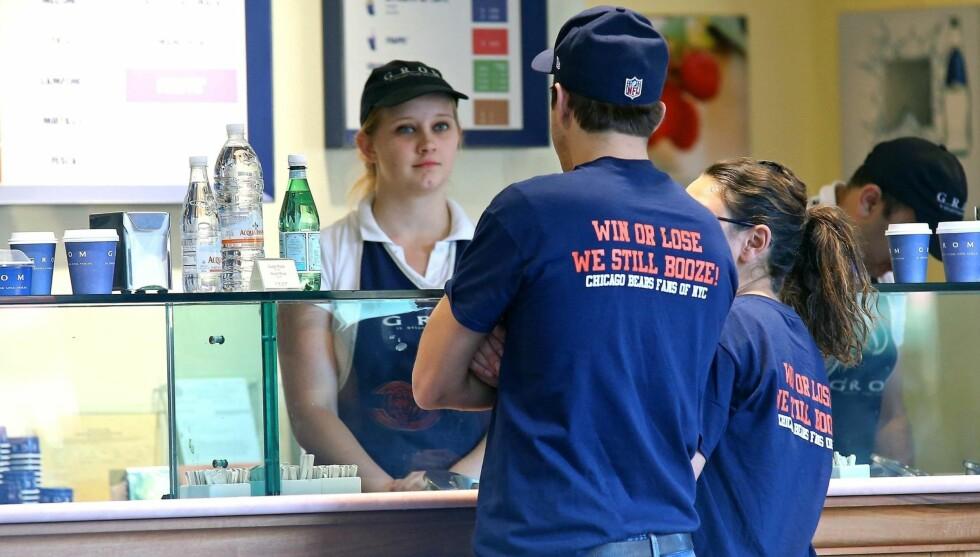 ISTID: Før paret overvar Chicago Bears-kampen var det tid for iskrem. Foto: Stella Pictures