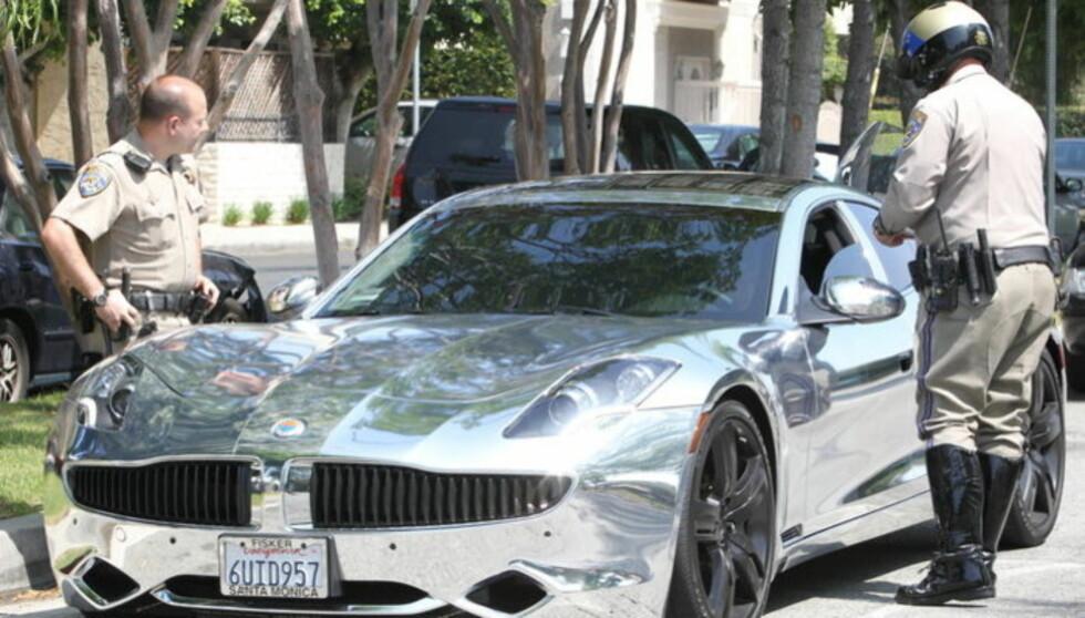 BØTELAGT: I sommer fikk Justin Bieber bot da han prøvde å komme seg vekk fra innpåslitne paparazzifotografer. Nå er det Sean Kingston som eier den kromfolierte doningen. Foto: All Over Press