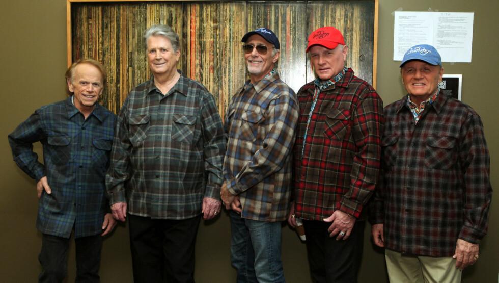 FIKK SPARKEN: (Fra venstre) Al Jardine, Brian Wilson og David Marks får ikke lenger være med i Beach Boys. Mike Love og Bruce Johnston fortsetter med backingband. Foto: All Over Press