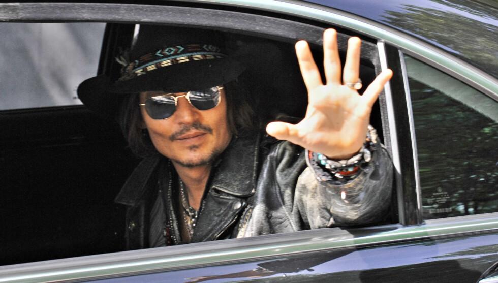 LEVER: Skuespiller Johnny Depp lever i beste velgående. Foto: Stella Pictures