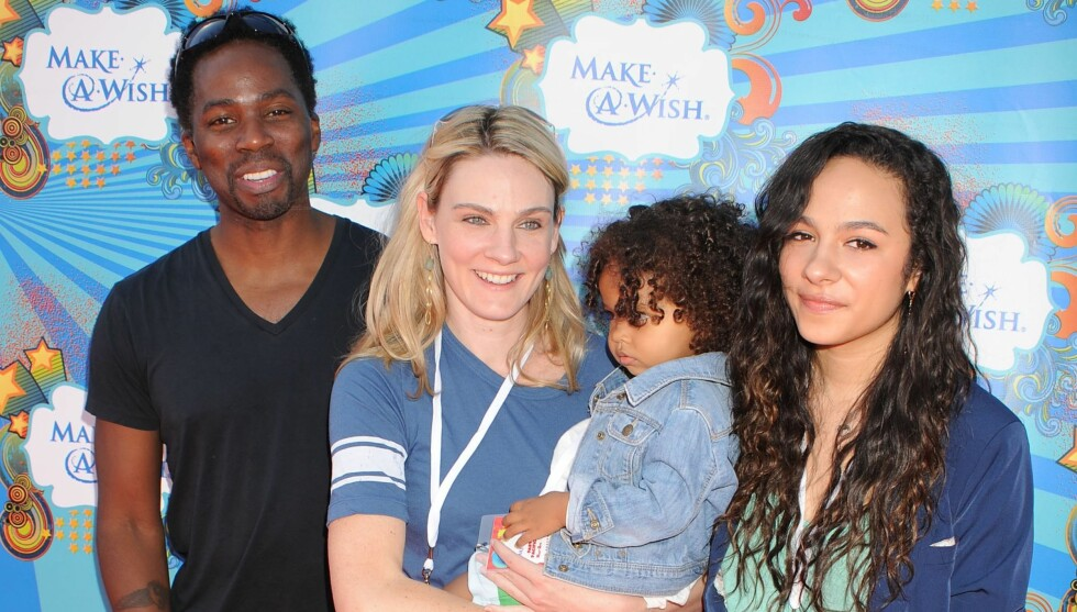 GLEDER SEG: Harold og kona Brittany med barna Aurora (t.h.) og Wynter Aria. I vinter kommer et nytt tilskudd til familien. Foto: Stella Pictures