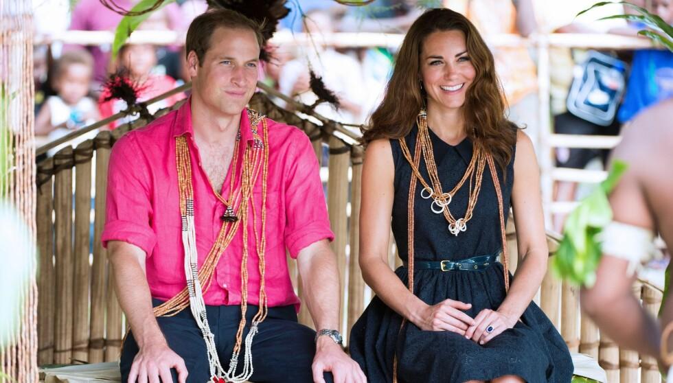 PÅ REISE: Mens toppløs-feiden med det franske magasinet pågår, er prins William og hertuginne Kate på representasjonsreise på Salommonøyene i Stillehavet. Foto: Stella Pictures