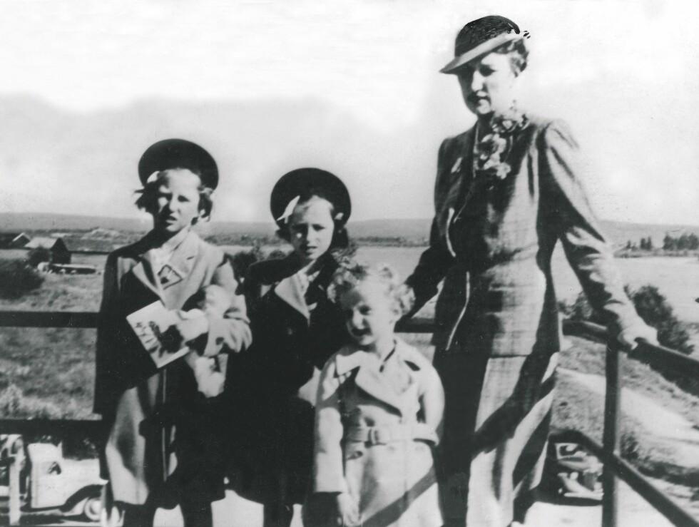 1940:  Kronprinsfamilien under 2. verdenskrig. Kronprinsesse Märtha og barna i Rovaniemi,  like før avreisen til USA. F.v.: prinsesse Astrid, prinsesse Ragnhild,  prins Harald og kronprinsesse Märtha.  Foto: SCANPIX