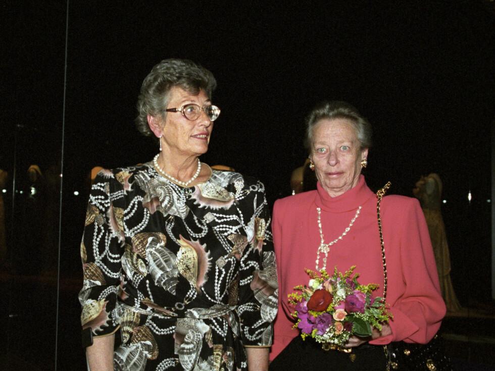 1995:  Fra v: Prinsesse Astrid fru Ferner og prinsesse Ragnhild fru Lorentzen åpner utstillingen Dronning Maud. Foto: NTB scanpix