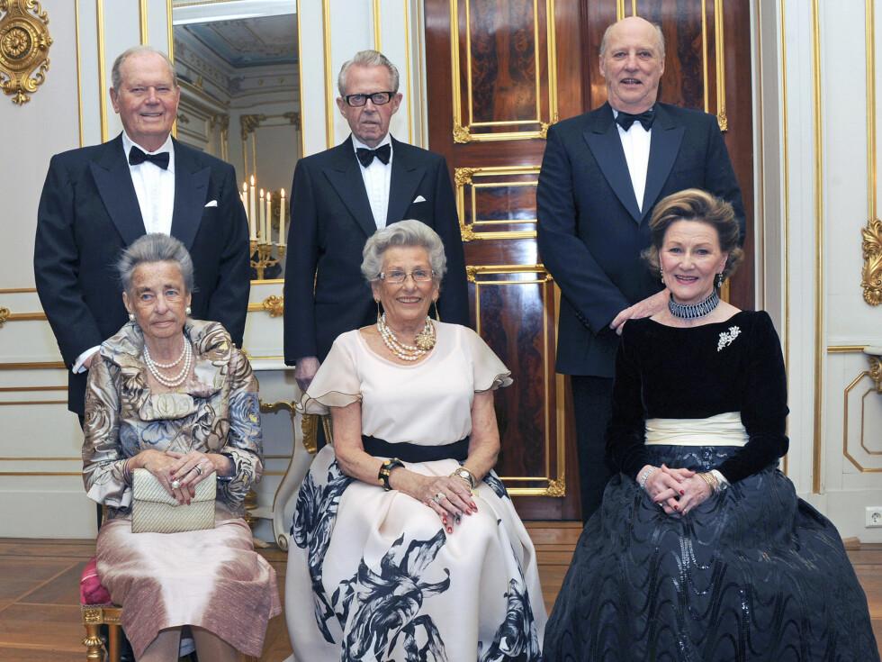 2012: Kong Harald  og dronning Sonja holdt selskap for Prinsesse Astrid, fru Ferner i anledning av Prinsessens 80-årsdag. Fra venstre prinsesse Ragnhild, fru Lorentzen, prinsesse Astrid, fru Ferner og dronning Sonja. Bak fra venstre: Erling Lorentzen, Jo Foto: NTB scanpix