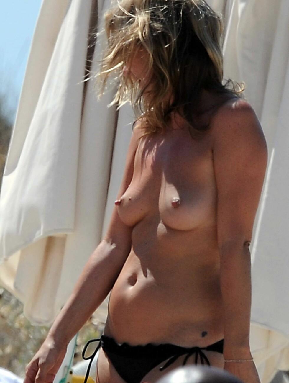 USJENERT: Kate Moss har ikke lagt skjul på at hun ikke har noe i mot å gå lettkledd, og har flere ganger stilt opp på nakenbilder som modell. Foto: Stella Pictures