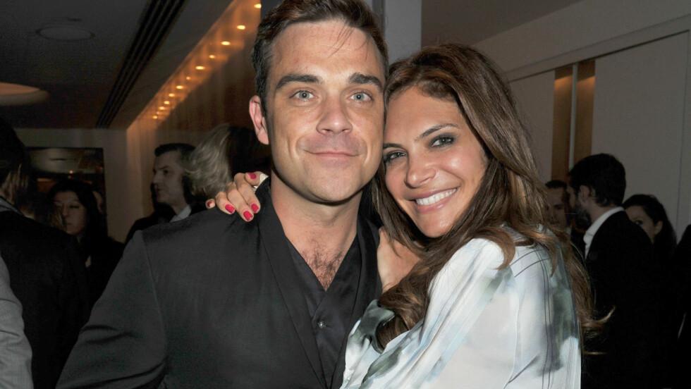 STOLTE FORELDRE: Tirsdag ble Robbie Williams og konen Ayda Field foreldre for første gang.  Foto: Fame Flynet
