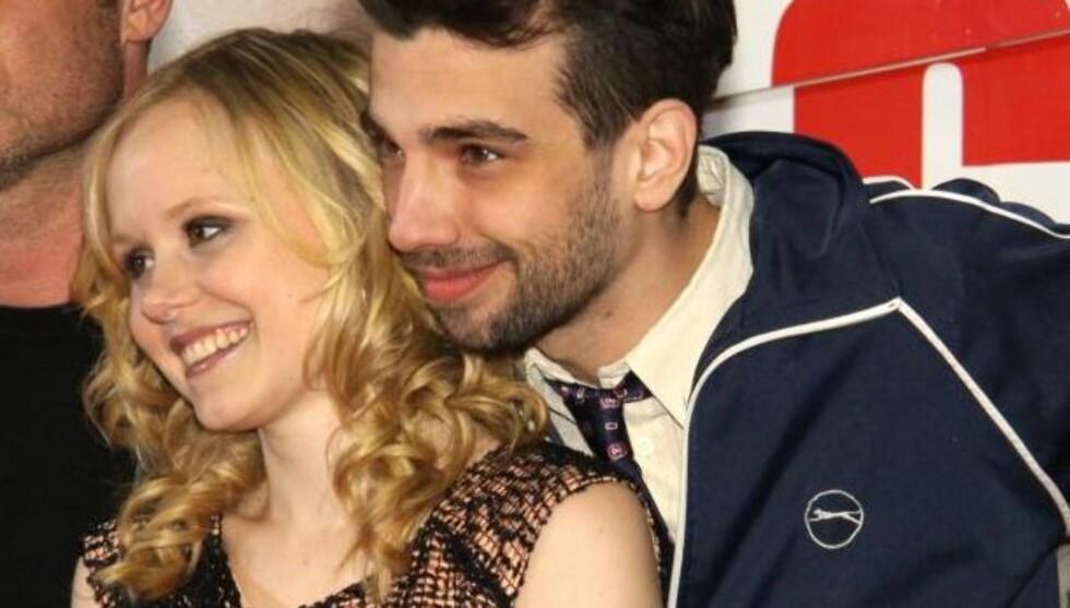 TILGITT AV KJÆRESTEN: Alisons forlovede Jay Baruchel skal ha spøkt med at han var glad det ikke var han som gjorde tabben først, da han fikk vite om kjærestens toppløs-tvitring. Foto: All Over Press