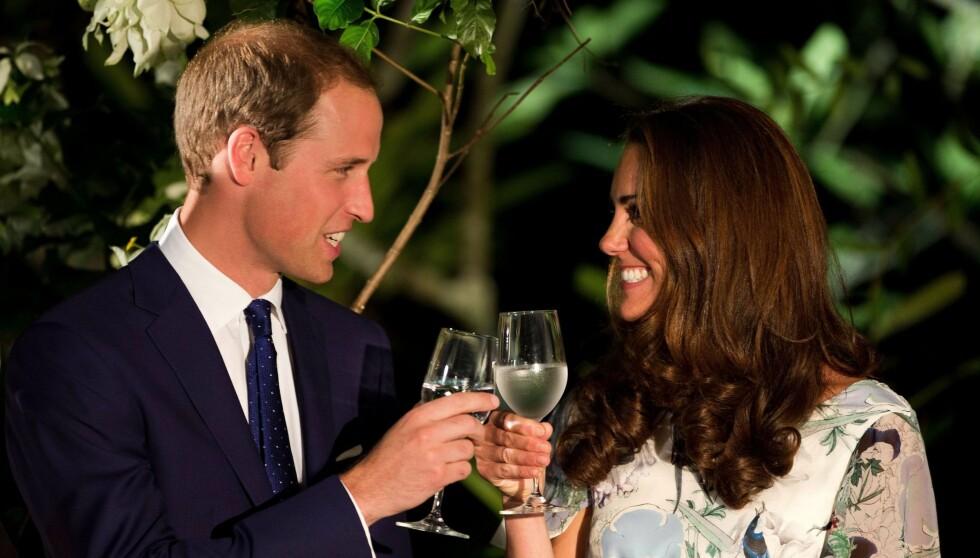 BARE VANN, TAKK: Hertuginne Kate har flere ganger takket nei til vin i løpet av Singapore-turen. Det har fått gravidryktene til å svirre.  Foto: Afp