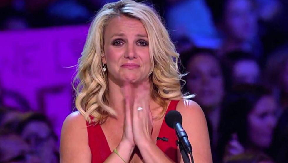 I TÅRER: Også Britney Spears har nylig lagt noen tøffe år bak seg, og sammen ned meddommer Demi Lovato klarte hun ikke å holde tårene tilbake under mobbeofferet Jillian Jensens «X Factor»-audition. Foto: Skjermdump YouTube