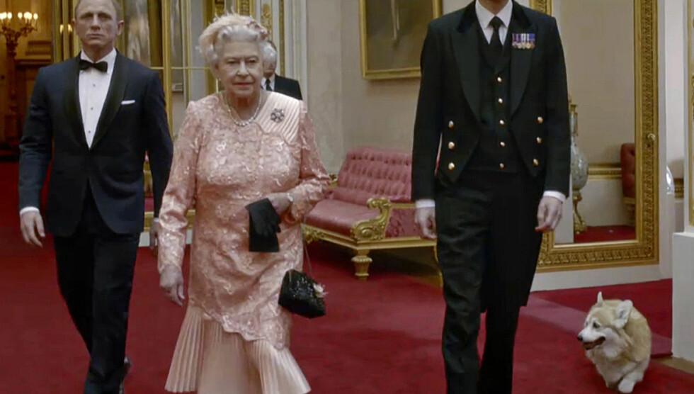 FILM-DEBUT: I august fikk Monty prøve seg som filmstjerne da han sammen med dronningen dukket opp i en James Bond-sketsj under åpningsseremonien av sommer OL i London. Foto: All Over Press