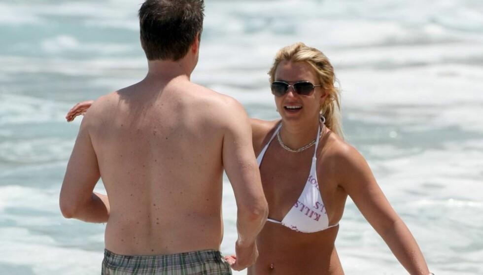TOK INITIATIVET: Britney Spears og Jason Trawick sier i et intervju med bladet Elle at det var hun som tok initiativet til at de ble kjærester. Foto: All Over Press