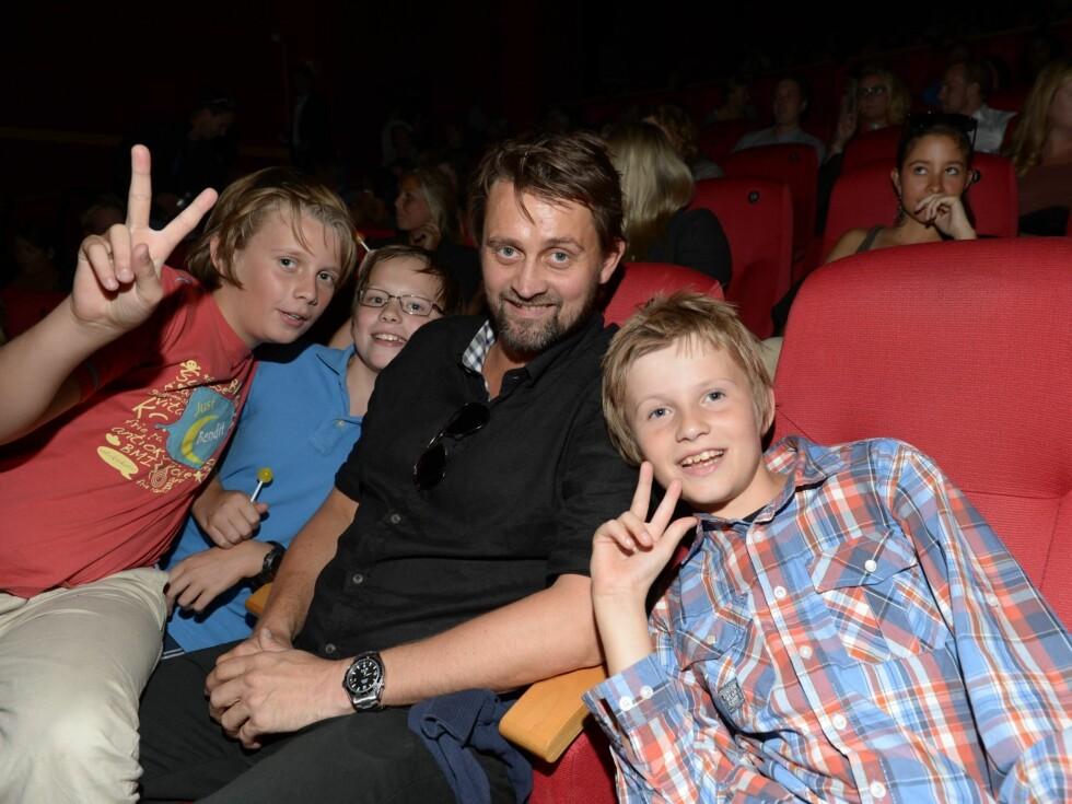 KINO: Thomas Numme hadde tatt med seg barna for å se Tina og Bettina-filmen. Foto: Stella Pictures