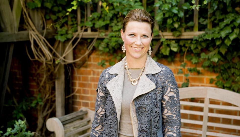 PÅ PLASS I LONDON: Prinsesse Märtha Louise møtte pressen i London for å fortelle om familiens flytting.  Foto: NTB scanpix