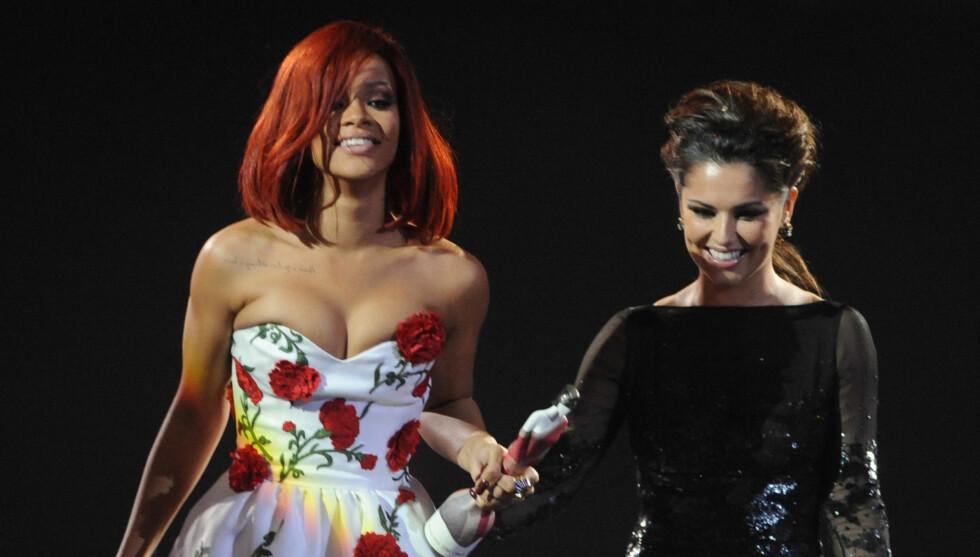 JENTEFORELSKELSE: Popstjernen Cheryl Cole (t.h) introduserte Rihanna som sin «girl crush» under Brit Awards i fjor (bildet). Nå avslører hun å ha drømt hete drømmer om «S&M»-skjønnheten.  Foto: Stella Pictures