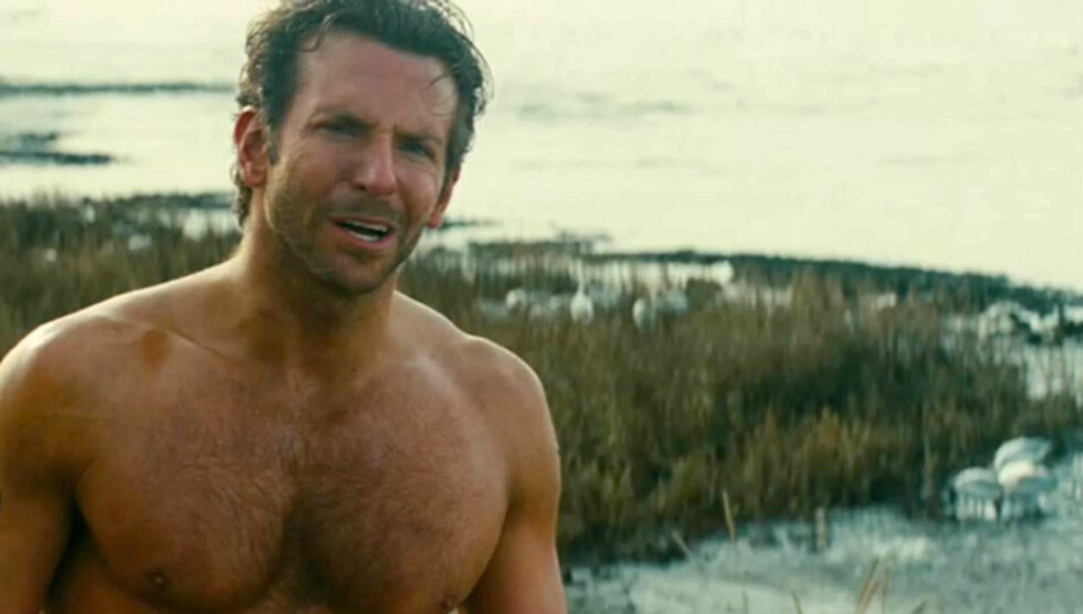 SEX-SYMBOL: Scener som dette fra  filmen «The A-Team», har gjort Bradley Cooper til en av USAs mest ettertraktete ungkarer. Foto: Stella Pictures