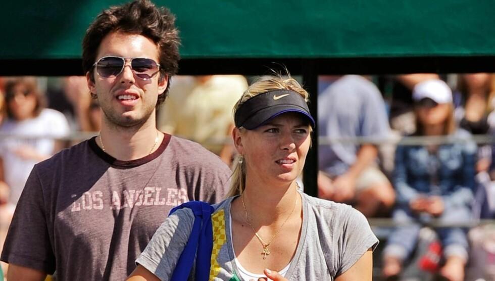 IKKE LENGER SAMMEN: Tennisstjernen Maria Sharapova og basketballproffen Sasha Vujacic (t.v) brøt sin forlovelse på vårparten, omtrent halvannet år etter forlovelsen i oktober 2010. Først denne uken offentliggjorde hun bruddet. Foto: All Over Press