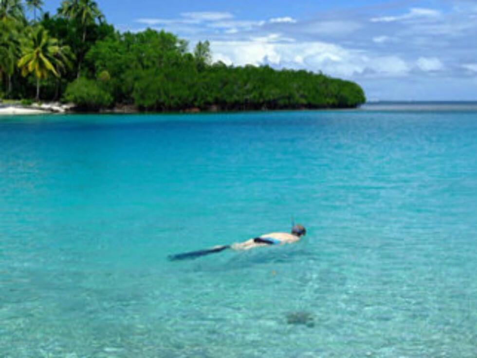 SNORKLING: Øya er omgitt av korallrev og krystallklart vann.