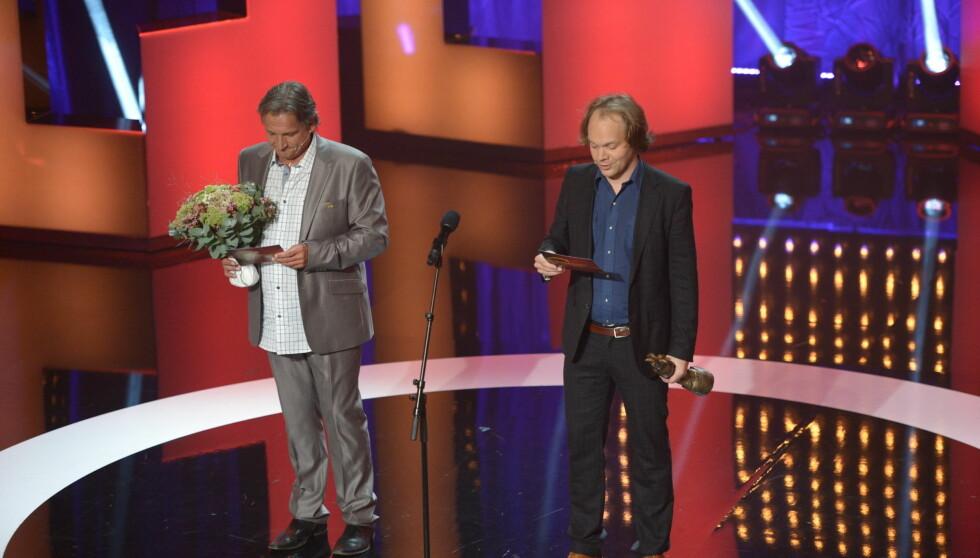 DELTE UT PRIS: Tom Sterri stod på scenen sammen med Jon Niklas Rønning under årets Komiprisen-utdeling, kun en uke etter at han mistet moren. Foto: Stella Pictures