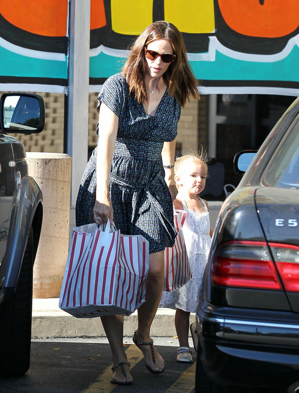 TRAVLE DAGER: Med tre små barn i familien har Jennifer Garner hendene fulle med daglige gjøremål. Foto: Stella Pictures