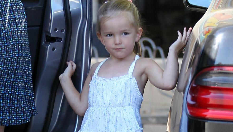 PRINSESSE PÅ PRØVE: 3 år gamle Seraphina viser hun at hun har arvet medietekket til mamma Jennifer Garner og pappa Ben Affleck på handleturen i Los Angeles.  Foto: Stella Pictures