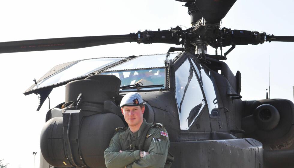 BARE SURR: Den topptrente prinsen er pilot på kamphelipoteret Apache. Nå trekkes hans mentale tilstand i tvil. Foto: FAME FLYNET