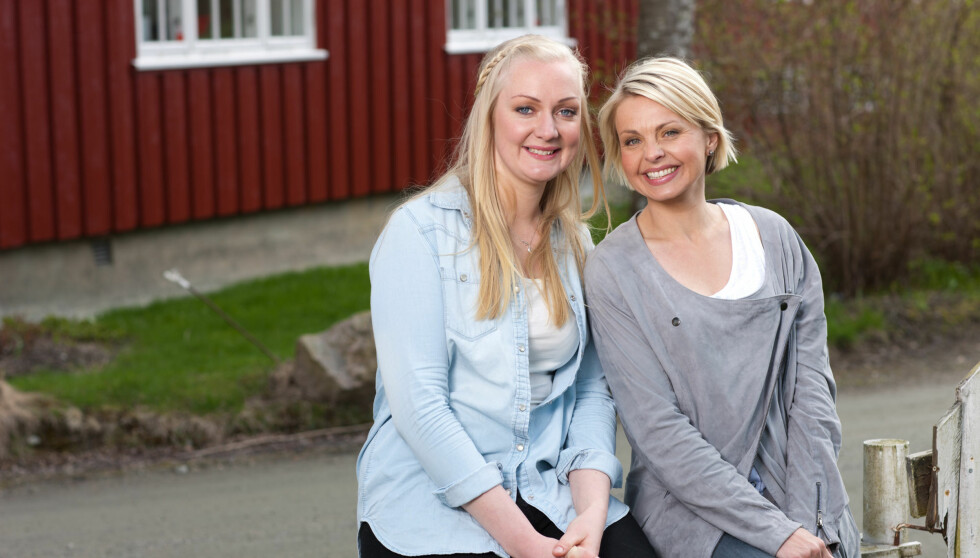 JAKTER VIDERE: Anna-Liisa Evensen fikk mandag gladmeldingen fra programleder Marthe Sveberg om at hun er en av fire bønder som har gått videre i «Jakten på kjærligheten». Foto: TV 2