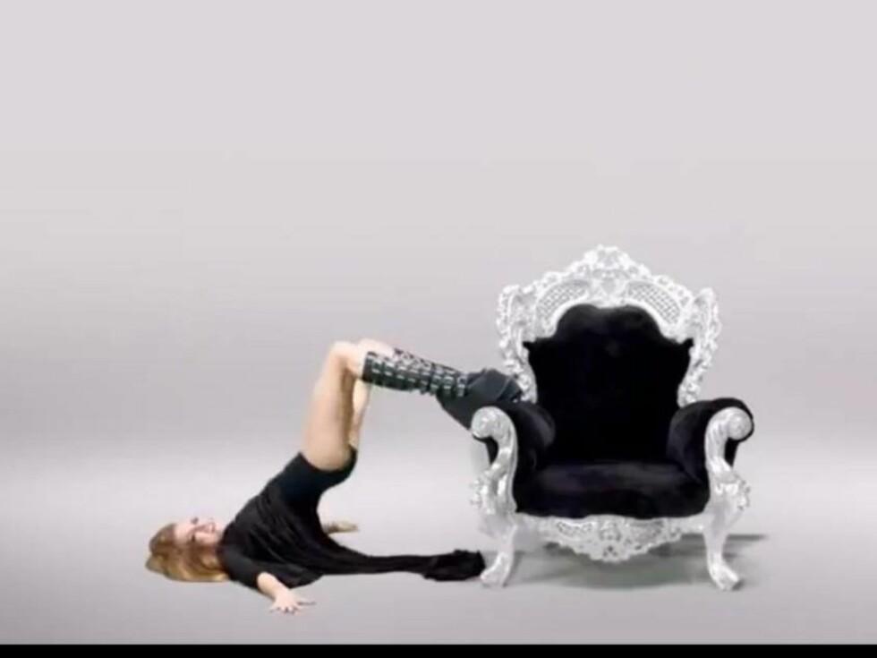 NAGLER: De røffe sidene ved Anina kommer frem i musikkvideoen hennes «Brain Break». Foto: Youtube