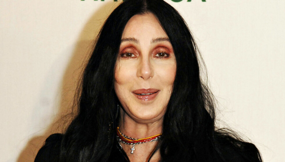 MOTORSYKKELKJÆRESTE: Chers utvalgte er tidligere Hells Angels-medlem, og er 24 år yngre enn musikkstjernen. Foto: Stella Pictures