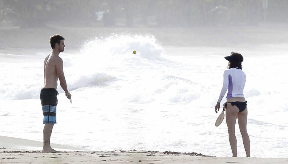 ROMANTISK FERIE: Tidligere i sommer koste Jessica og Justin seg på stranda i Puerto Rico.  Foto: FAMEFLYNET