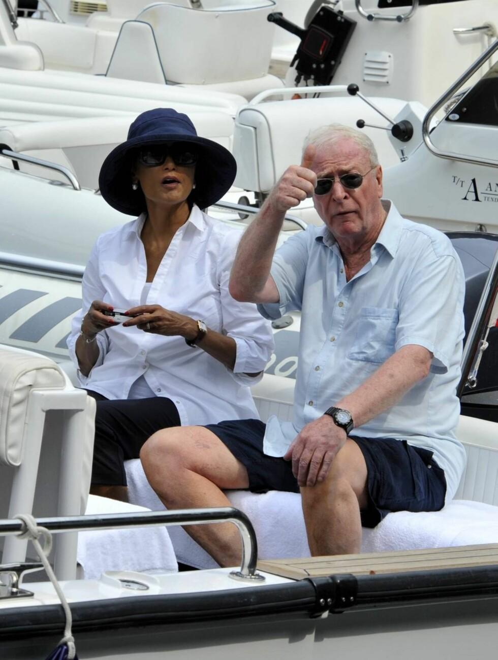 39 ÅR: Neste år har skuespiller-veteranen Michael Caine (79) vært gift med kona Shakira (65) i 40 år. Foto: All Over Press
