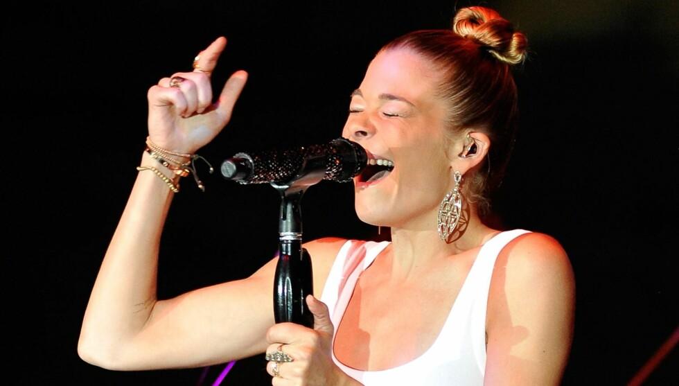 SVIKTENDE PLATEKARRIERE: På tidlig 2000-tallet hadde LeAnn flere slagere også på VG Lista. Hennes største hit er sangen «Can't Fight The Moonlight» Foto: All Over Press