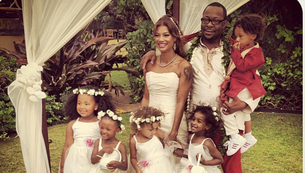 GIFTET SEG I JOGGESKO: Bare uker før innleggelsen giftet Bobby Brown seg med Alicia Etheredge på Hawaii.  Foto: Twitter/PLANET PHOTOS