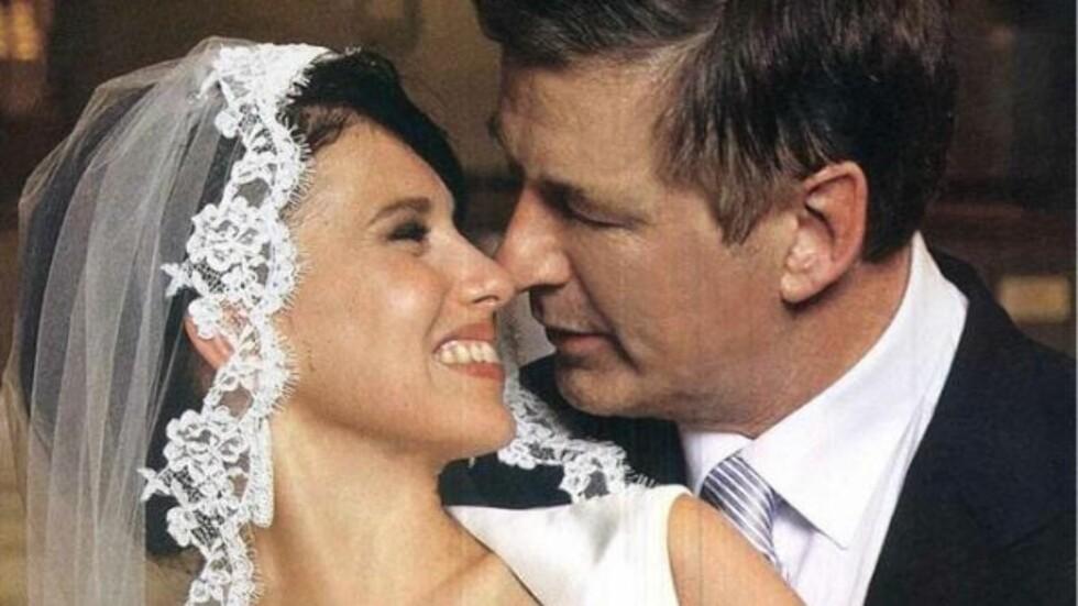 LYKKELIG: Alec Baldwin verner godt om privatlivet, men nylig delte han et bilde fra bryllupet til Hilaria Thomas på Twitter.  Foto: Twitter