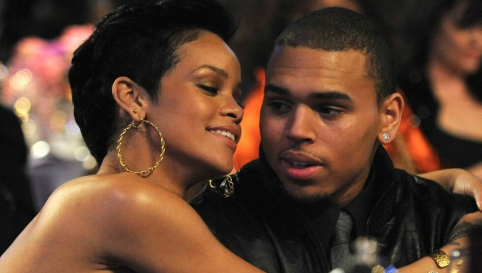 ELSKER FORTSATT VOLDSKJÆRESTEN: Det er tre år siden de slo opp, etter at han banket henne. Men Rihanna møter fortsatt Chris Brown, og elsker han fremdeles. Foto: All Over Press