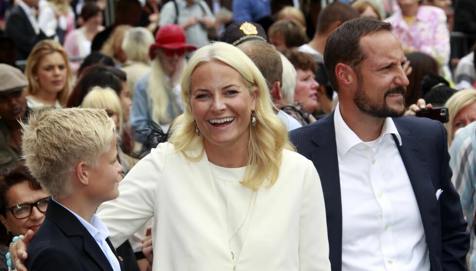 BOR HJEMME: Marius bor på Skaugum sammen med Haakon og Mette-Marit, og flere av Instagram-bildene er tatt med kronprinsparet tilstede. Foto: NTB SCANPIX