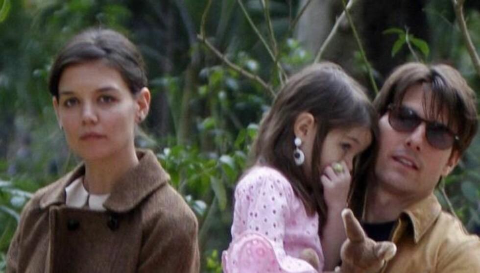 STÅR SAMMEN FOR SURI: Tom og Katie har blitt enige om å begge stå samlet for datteren når hun begynner på skolen.  Foto: All Over Press