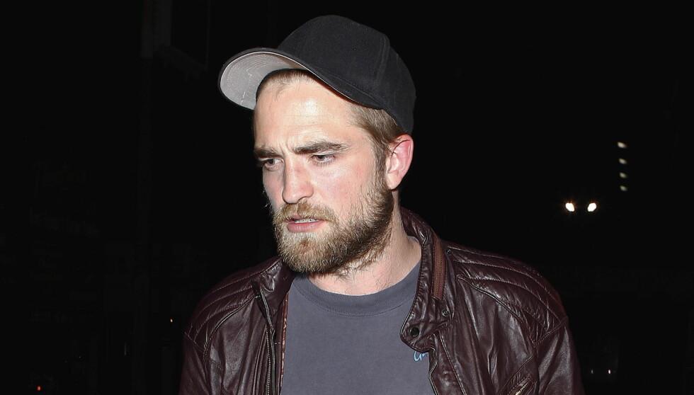 LÅSER SEG INNE: Pattinson ønsker ikke å vise seg offentlig etter bruddet. Foto: All Over Press